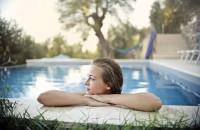 Ce fac cu piscina toamna? 4 sfaturi pentru eficientizarea costurilor sau întreținere adecvată