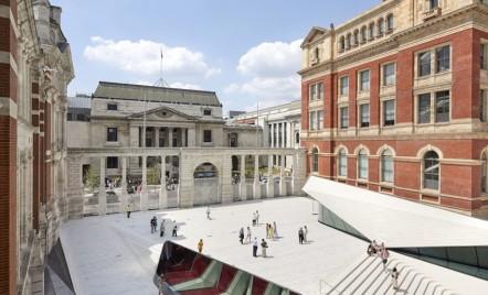 Prima curte interioară placată cu porțelan aparține Muzeului V&A, Londra