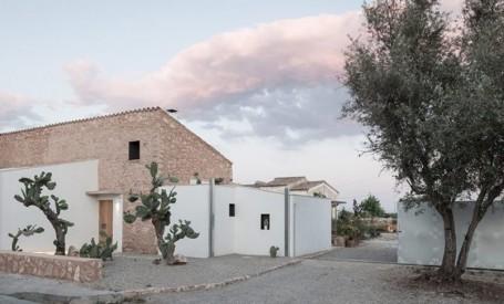 Studio de pictura intr-o veche ferma din Mallorca