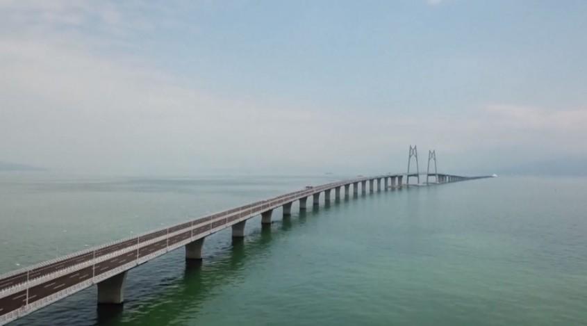 Se deschide cel mai lung pod peste apă 55 de kilometri 400 000 de tone de