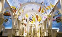 O frescă monumentală însufleţeşte o biserică de pe plajă Lucrarea ce porneste din zona stranei si