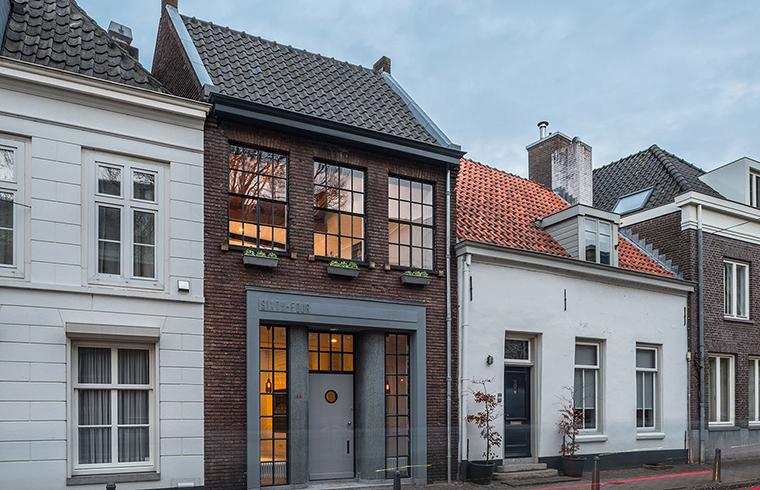 Un atelier din sec. al XIX-lea devine o casa luminoasa si confortabila