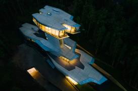 """Singura casă privată realizată de Zaha Hadid, o """"navă spațială"""" în inima unei păduri"""