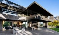 O casă în tonuri închise dar cu un aspect modern și îndrăzneț Firma de arhitectura Greg