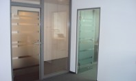 Sigur ai nevoie de pereti din sticla?! Orice amenajare interioara cu pereti din sticla demontabili se