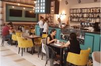 10 tipuri de amenajări cu care atragi clienții în restaurant Cine sunt clientii tai? In prima faza, e recomandat sa te documentezi cu privire la cine sunt viitorii tai clienti. Daca iti doresti ca restaurantul sau