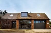 O casa confortabila intr-un vechi garaj de ambulante