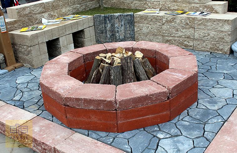 Idei de amenajare a curtii si gradinii cu blocuri din beton