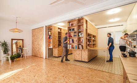 Module culisante transforma interioarele unui apartament din Madrid