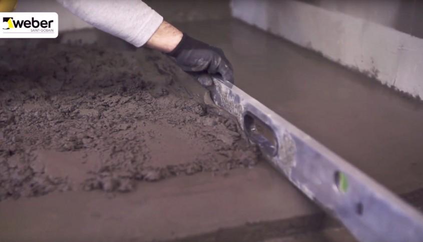 Cum să egalizezi planșeele de beton?