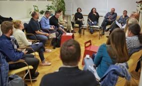 Dezbateri și consultări ale comunității pe teme de calitate a vieții și intervenții inteligente în spațiul public