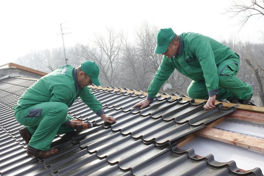 Sfaturi pentru un acoperiș metalic impecabil. Cum se montează țigla metalică