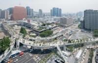 """Autostradă suspendată transformată în """"oraș al plantelor"""" Echipa de arhitecti de la MVRDV a transformat o autostrada suspendata din Seoul intr-un parc suspendat cu o lungime de 983m."""
