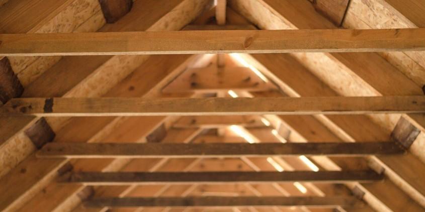 Izolarea acoperișului înclinat cu spumă poliuretanică