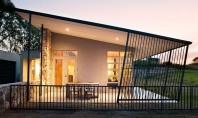 Combinatie intre tehnologie de ultima ora si design vernacular Tehnologia de ultima ora, designul modern si elemente ale arhitecturii vernaculare au fost combinate pentru o locuinta care sa fie eficienta, confortabila si in armonie cu mediul inconjurator.