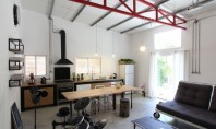 Un vechi depozit poate deveni o casa confortabila Echipa de arhitecti israelieni Ron Shenkin si Adva