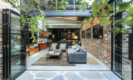 Un garaj este acum o zona de zi moderna si luminoasa