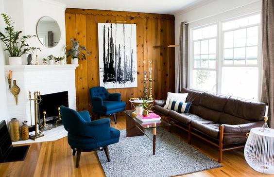 Interioare cu pereti placati cu lemn si impact vizual puternic