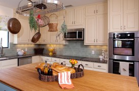 Din ce material alegi blatul de bucătărie. Piatră naturală sau lemn?