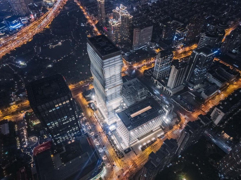 O impozantă clădire inspirată după Coloana Infinitului, construită în Shanghai