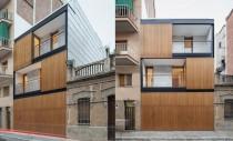 O casa ingramadita intre alte constructii poate fi frumoasa