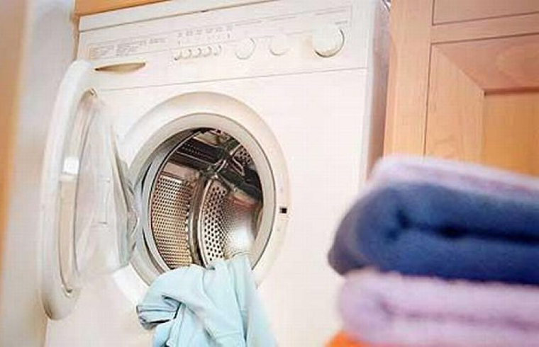 Masina de spalat rufe - in baie sau in debaraua de langa?