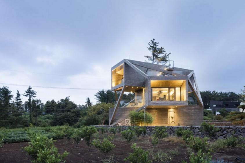 O casă gândită să capteze soarele și să privească spre natură