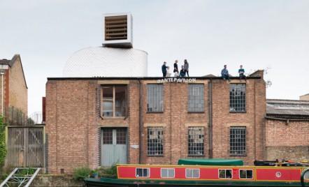 PUP Architects maschează un spațiu de locuit sub forma unui canal de ventilație