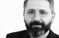 Emil Ivănescu este noul președinte al Ordinului Arhitecților București La alegerile desfasurate in cadrul Conferintei Teritoriale a OARB, care a avut loc sambata la Facultatea de Drept, Emil Ivanescu a obtinut 237 de voturi, pe