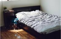 Amenajarea dormitorului în stil masculin Vorbim astăzi despre amenajarea unui dormitor în