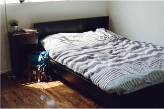 Amenajarea dormitorului în stil masculin