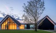 O casa din Olanda cu vitraje mari asemeni unei sere Biroul de proiectare Maas Architecten din