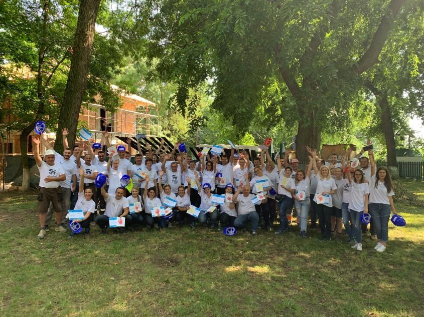 Saint-Gobain se implică alături de Habitat for Humanity România în construcţia centrului comunitar de la Buftea