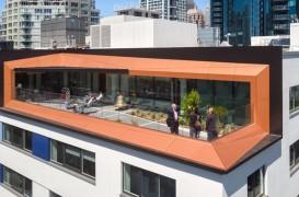 Un vechi depozit din beton este acum spațiu de birouri cu certificare LEED Gold