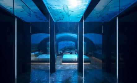 Prima vilă de sub ape se deschide în Maldive și le oferă oaspeților priveliști formidabile cu rechini și corali