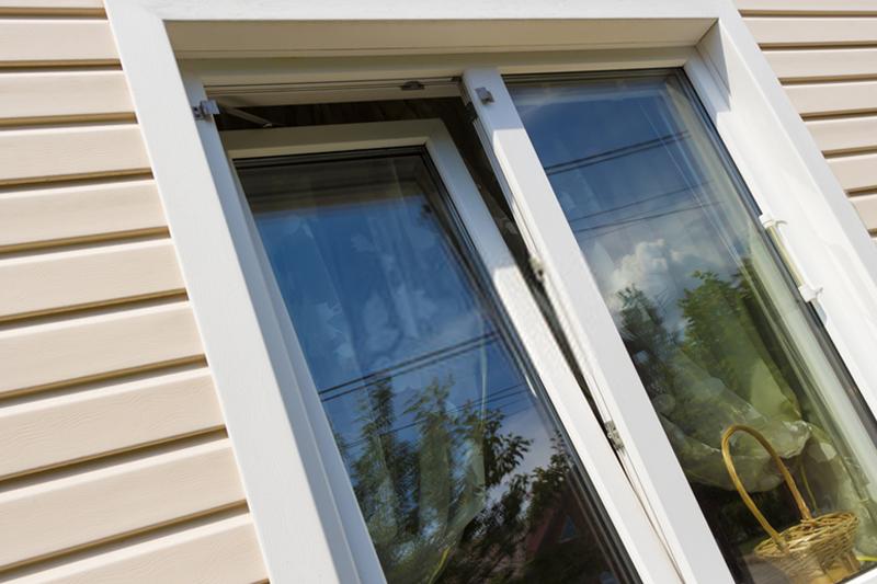 Fereastra din plexiglas sau fereastra din sticlă pentru uz comercial?
