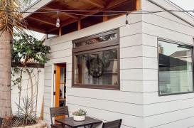 Proiecte în autoizolare: O cafenea cochetă construită în curtea casei