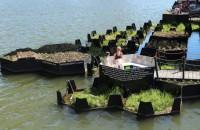 Un parc plutitor făcut în întregime din plastic reciclat Proiect al Fundatiei Recycled Island, Recycled Park este un spatiu public format din mai multe platforme plutitoare cu o suprafata totala de 100 de metri
