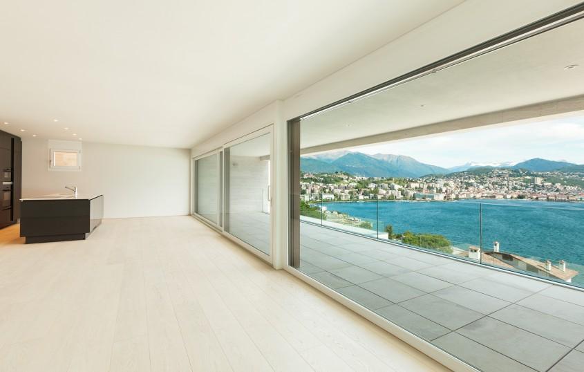 Balustradele din sticlă, alegerea perfectă pentru a crea sentimentul de libertate și spațiu deschis