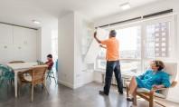 Peretii pivotanti si mobilierul ergonomic unifica spatiile Arhitectii au exploatat la maxim spatiul disponibil creand o