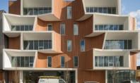 O cladire de birouri de inspiratie gaudiana infrumuseteaza un vechi teren industrial din Portland Echipa Holst Architecture a finalizat recent proiectul ce evidentieaza sustenabilitatea si inspirat din stilul inconfundabil si plin de linii curbe al arhitectului Antonio Gaudi.