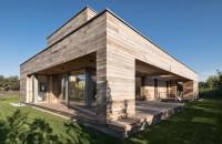 Casa a carei anvelopanta este aproape integral realizata din lemn de cedru