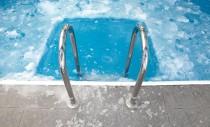 Cât încă nu e prea târziu: ți-ai pregătit piscina exterioară pentru iernat?
