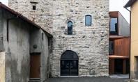 Un turn medieval gazduieste o biblioteca moderna Arhitectul Gianluca Gelmini a tranformat