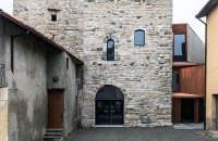 Un turn medieval gazduieste o biblioteca moderna