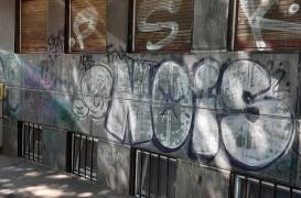 Cum îndepărtăm inscripțiile graffiti nedorite de pe fațade