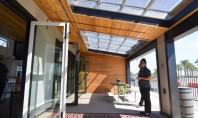 O casa a carei lumina este filtrata prin panourile foto-voltaice Daca sunteti iubitori de spatii luminoase