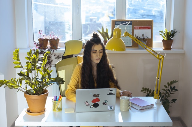 Idei de amenajări interioare dacă lucrezi de acasă și ai ședințe online