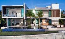 O noua casa moderna a fost construita pe malul apei, in Miami