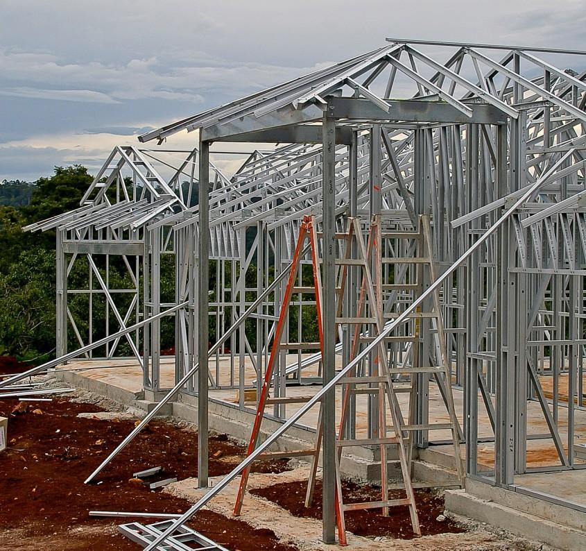 Casele pe structură metalică: avantaje, dezavantaje, recomandări